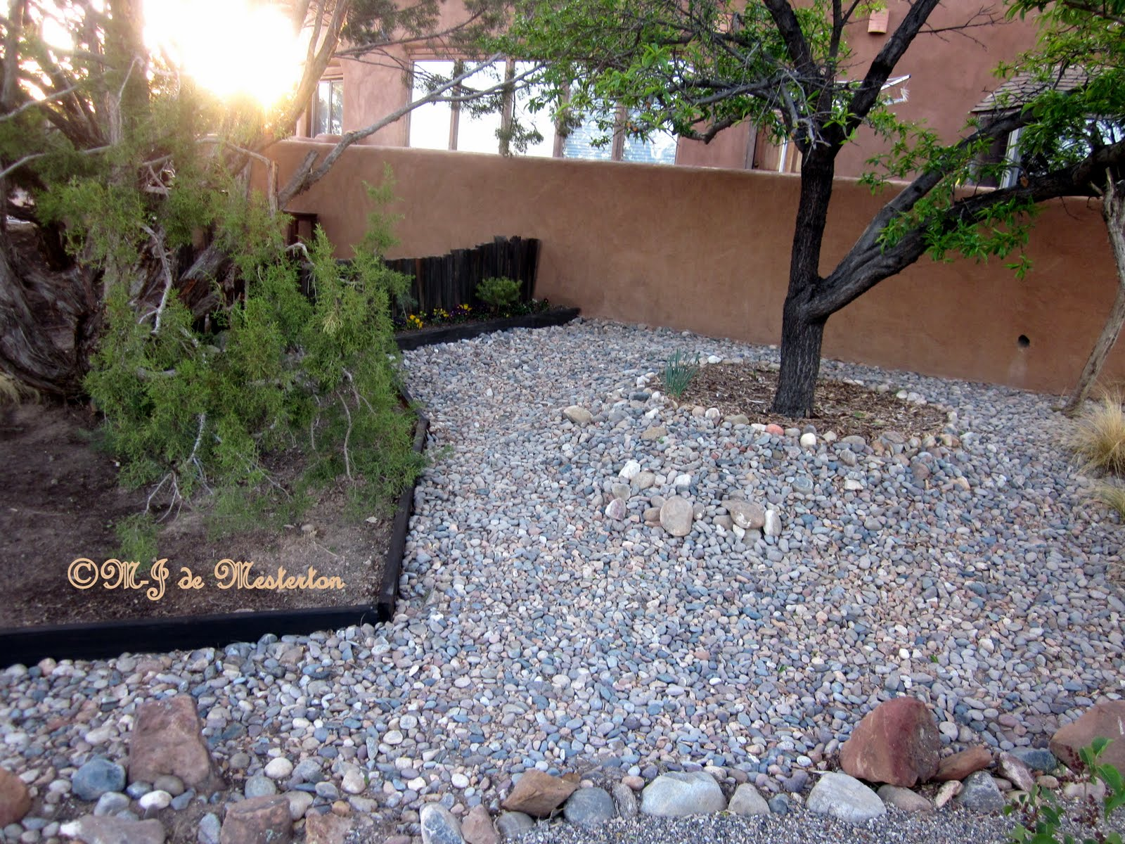 Landscaping With Stone And Mulch : Dry climate landscaping with stone and gravel conserves water