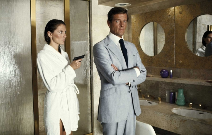 Roger_Moore_Light_Grey_Suit
