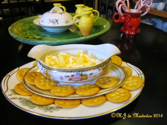 ritz-cream_cheese_pineapple_dip_xmas_treats_1960s_copyright_m-j_de_mesterton