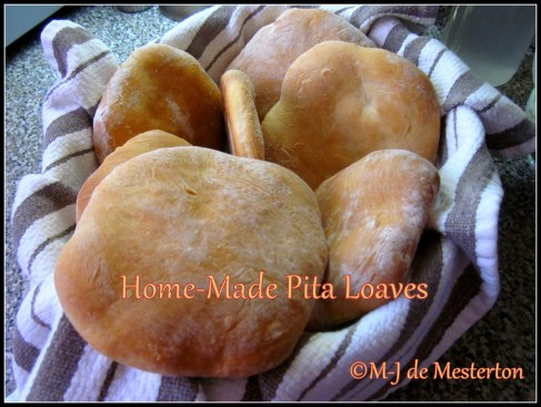 Home-Made Pita_Loaves_Fresh_Elegant_Cook_M-J_de_Mesterton