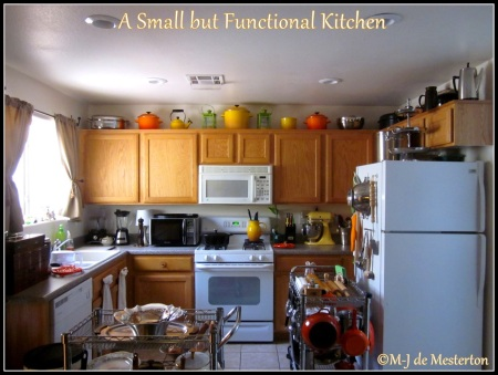 4a835-traditional_household_small_functional_kitchen